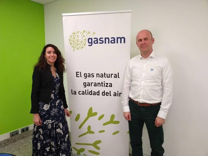 Eugenia Sillero, Secretaria General de Gasnam y Trond Johansen, responsable de Promoción de Ventas de Allison Transmission en España.
