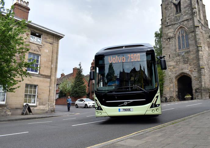 60% de usuarios británicos, dispuestos a adoptar red de autobuses 100% eléctrica