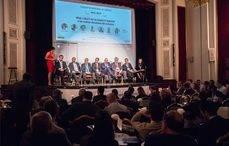 Miembros del debate en el evento organizado por UNO