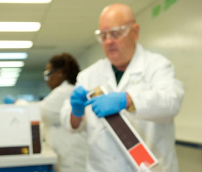 UPS compra Marken, especialista en soluciones para ensayos clínicos