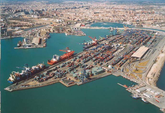 Aeutransmer organiza una jornada y visita técnica al Puerto de Valencia