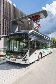 Autobús eléctrico de Volvo circulando por Luxemburgo