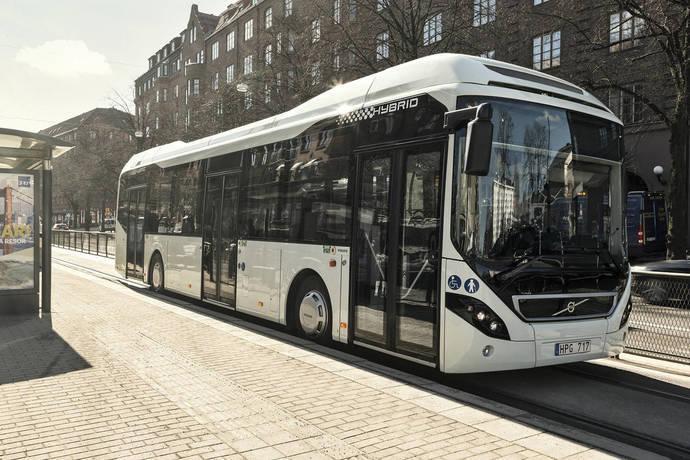 Volvo entrega dos autobuses híbridos más a Pamplona
