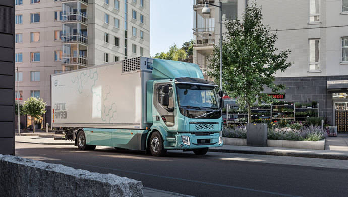 Los camiones Volvo FL Electric y Volvo FE Electric han sido desarrollados para la distribución, la gestión de residuos y otras aplicaciones de transporte urbano.