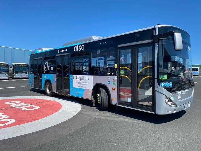 Un varón de 48 años salva su vida gracias al desfibrilador de un autobús de Alsa