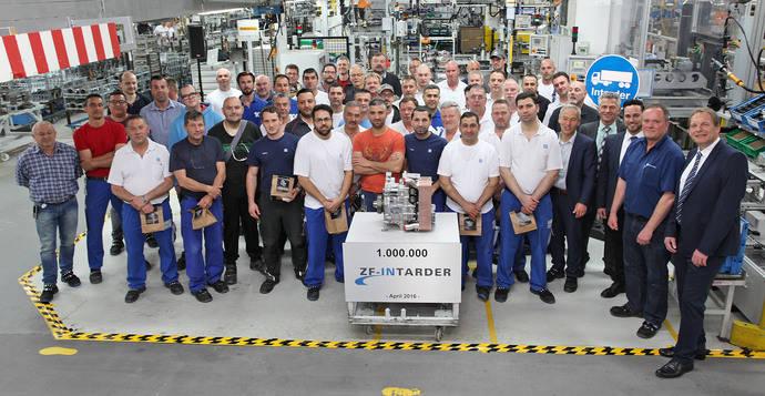 ZF-Intarder festeja su aniversario de producción, más de un millón de unidades