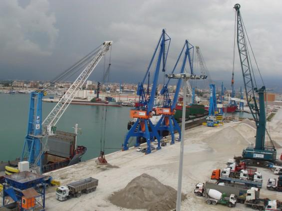 PortCastelló cierra agosto como el mejor de su historia en graneles sólidos