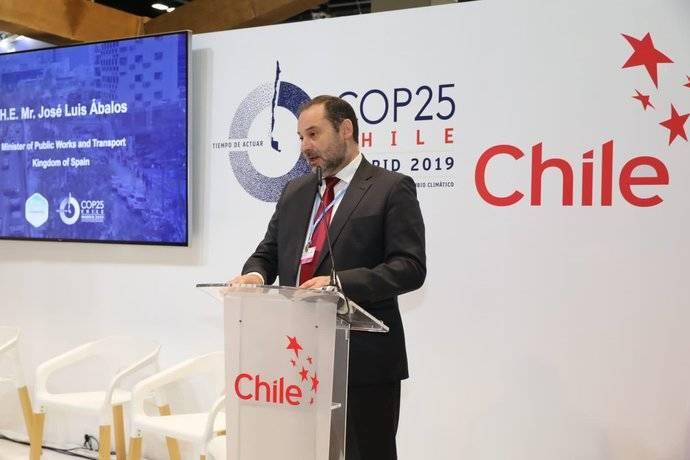 Ábalos asegura que el Sector en España emitirá un 32% menos de gases contaminantes en el año 2030