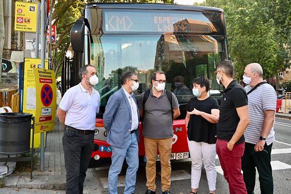 El dispositivo de transporte alternativo en autobús, por el corte de la línea 4 de metro de Barcelona, está funcionando correctamente