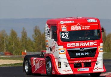 Albacete da una lección de conducción en Nürburgring