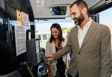 Almería incorpora a su flota el pago por móvil y por tarjeta sin contacto