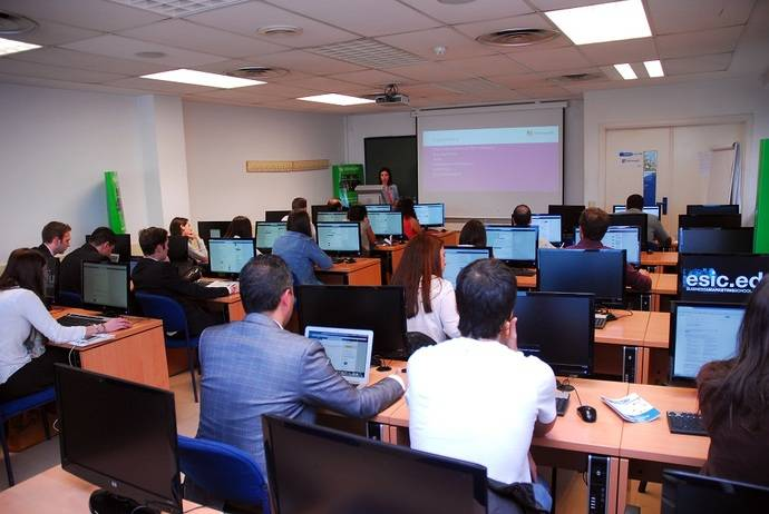 Un aula de ESIC, donde se imparte el Máster de Confebus.
