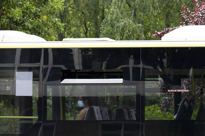 3.116 menores de 21 años de la provincia de Ourense y del área de Pontevedra viajan gratuitamente en el autobús interurbano con la tarjeta Xente Nova, un mes después de su implantación