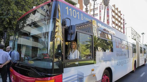 Los españoles dedican más de media hora al día en el uso del transporte público
