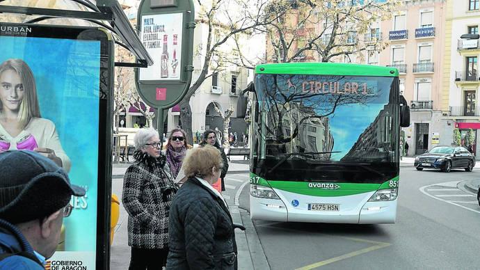 Viajeros del autobús descienden en marzo en torno al 50%, en todos los servicios