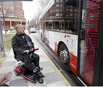 Albacete regula el acceso de sillas de ruedas con motor al autobús