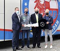 Bus Mercedes-Benz de primera clase, para el equipo femenino de Alemania