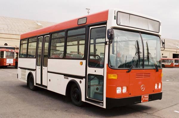 Los colores corporativos de los autobuses de TMB cumplen 30 años