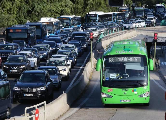 Atasco en una entrada a la ciudad de Madrid.