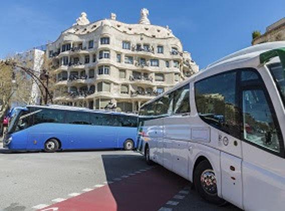 El RACC recomienda restringir el acceso de autocares turísticos privados entre las calles Numancia y Sardenya de Barcelona