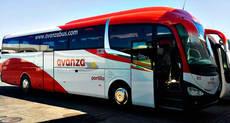 Un autobús de Avanza.