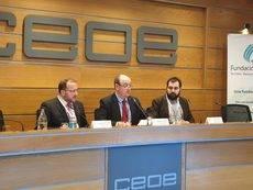 De izquierda a derecha: Juan Manuel Martínez Mourín, Miguel Ángel Ochoa de Chincheteru y Samir Awad.