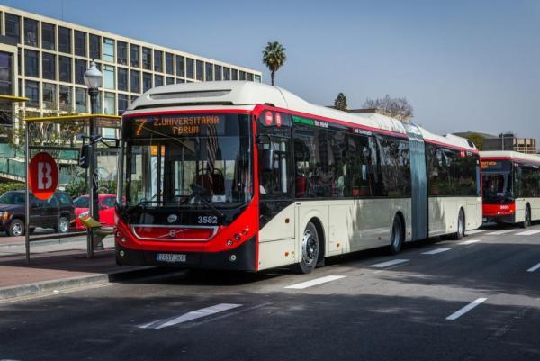Los primeros buses híbridos articulados ya circulan en la línea 7 de TMB