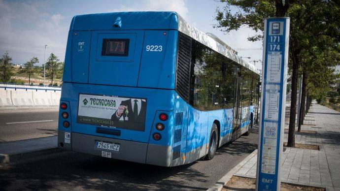 Parte trasera de un autobús de la EMT de Madrid.