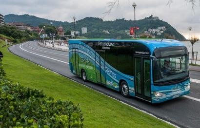Un autobús eléctrico, cuyo número en las ciudades podría aumentar con un Plan Movea que durase más tiempo.