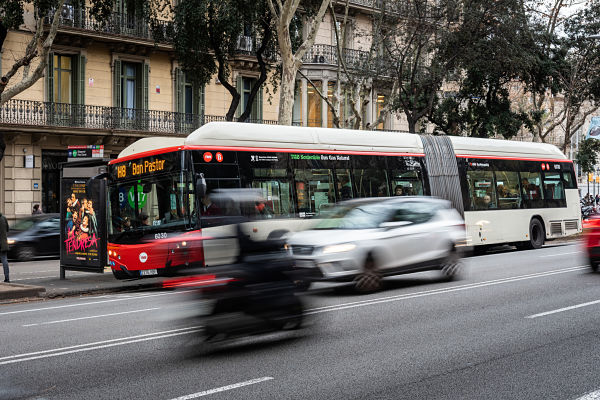 Barcelona ensancha carriles bus del tramo central de la Diagonal