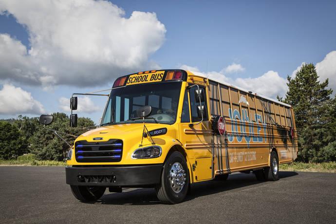 Daimler Trucks entrega 50 buses escolares 100% eléctricos a Virginia
