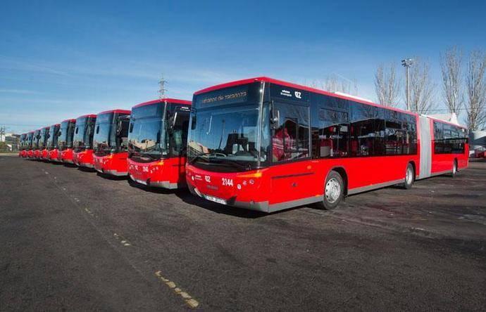 Varios autobuses del Consorcio de Transportes de Zaragoza.