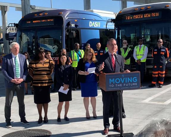 El alcalde de Los Ángeles, Eric Garcetti, anuncia el mayor pedido de autobuses eléctricos en la historia de EEUU y elogia a BYD por su papel