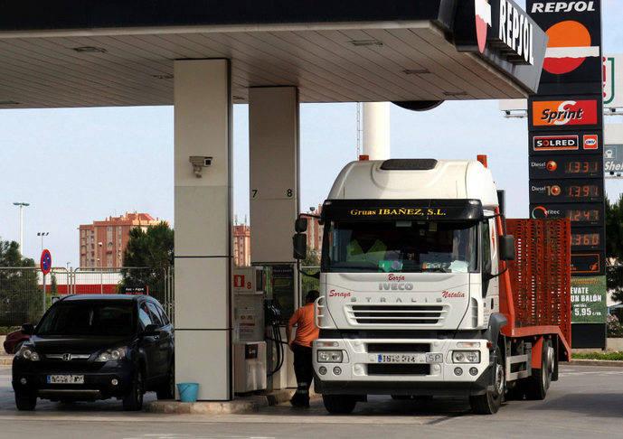Gobierno propone rectificar impuesto autonómico sobre carburantes