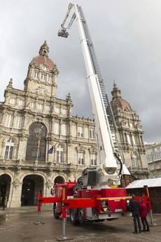 Scania monta un brazo de 45 metros para bomberos