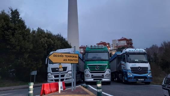 Los transportistas del carbón cercan de forma indefinida la central de Endesa