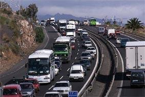 Los transportistas están exentos de PCR para llegar a Canarias pero no para pernoctar en alojamientos turísticos