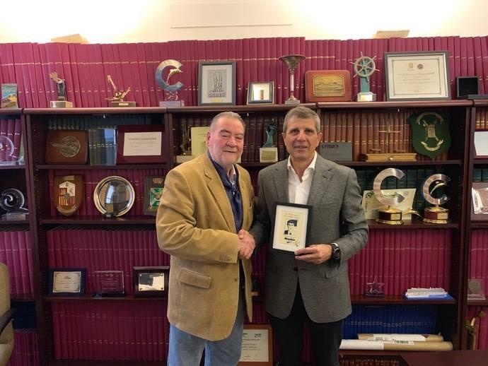 Miguel Genabat, director comercial Nogebus, recibe el reconocimiento NEXOBUS