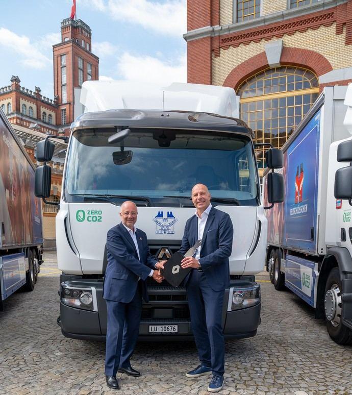 Carlsberg recibe llaves de 20 vehículos eléctricos Renault Trucks