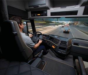 España adelantará la edad para sacarse el carné de camión a los 18 años