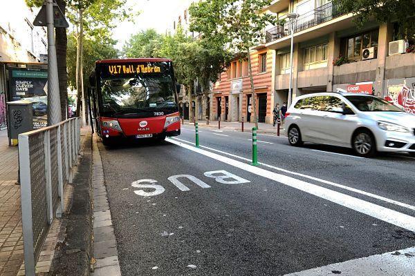 Barcelona aumenta hasta 12 los tramos de carril bus separados físicamente