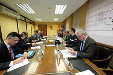Momento de la reunión entre Juan Carlos Suárez-Quiñones, María José Salgueiro, y diferentes responsables del Estado