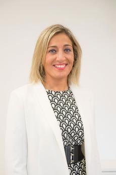 Beatriz Castro García es la actual consejera delegada de Grupo Castrosua desde enero 2018. Con más de 14 años de experiencia en el Sector, ha desarrollado previamente a su actual cargo diferentes responsabilidades, sobre todo en el área comercial. Beatriz se graduó en Madrid, es licenciada en Administración y Dirección de Empresas y posee titulaciones postgrado como un Master en Estrategia Directiva y un MBA por Esic.