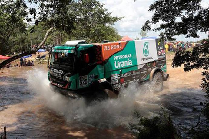 Iveco llega en cabeza de carrera al día de descanso del Dakar