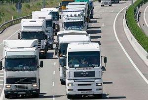 Miles de camiones españoles y europeos están atrapados en la frontera británica con Francia