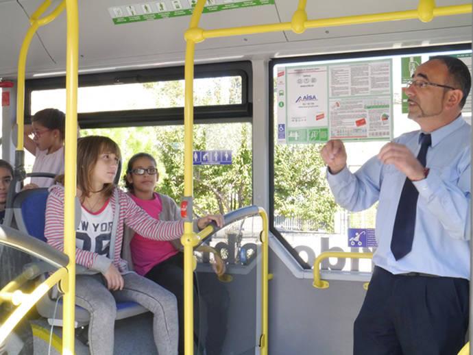 """AISA retoma la campaña """"El autobús visita el cole"""""""