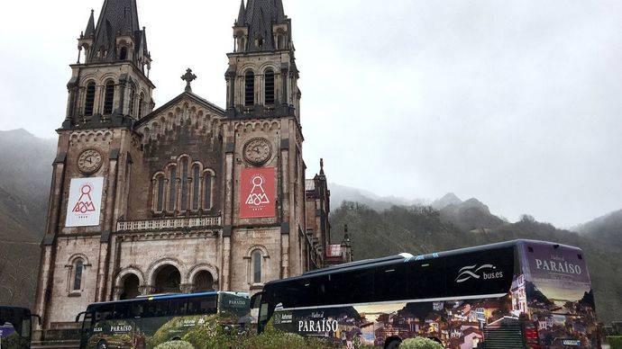 Asturias toma la decisión de invertir en publicidad en autocares