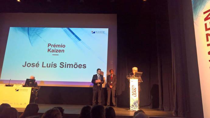 Momento en el que José Luís Simões dice unas palabras, tras la obtención del galardón.