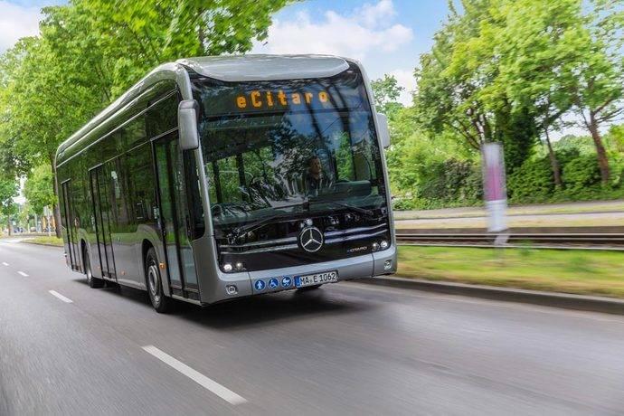 El autobús urbano eléctrico Mercedes-Benz eCitaro.