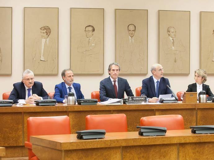 De la Serna en la Comisión de Fomento del Congreso de los Diputados.